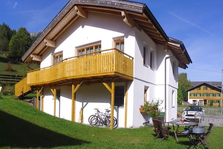 Großzügige Ferienwohnung mit Arlberg-Anbindung! - Lakás