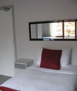 Room 2 Single en-suite room  - Bed & Breakfast