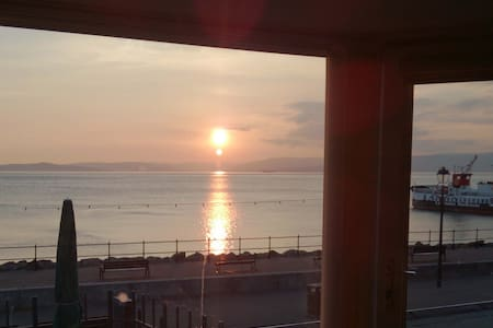 Beautiful Seafront Apartment!! - Apartment