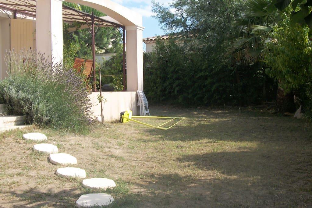 Villa bio climatique 100m2 jardin arbor 110m2 houses for Jardin 100m2