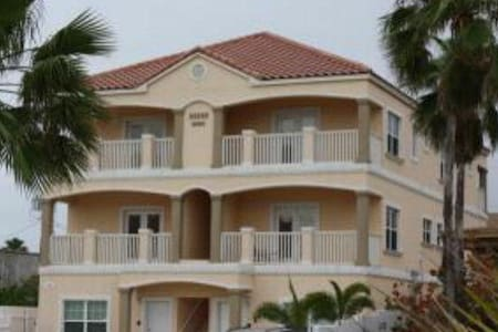 #4 Lovely 3 Bed/3.5 Bath Condo!