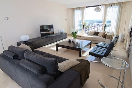Modern ample bright by harbour home - Marbella - Apartment
