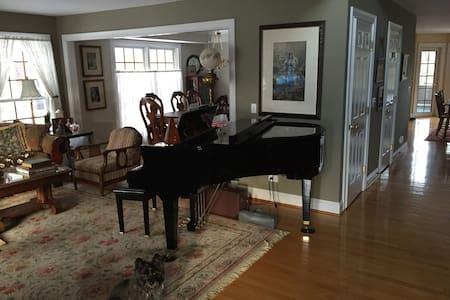 Norland Bothie - King Room - Arlington Heights - Hus