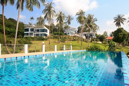 Private room, sea view, shared pool