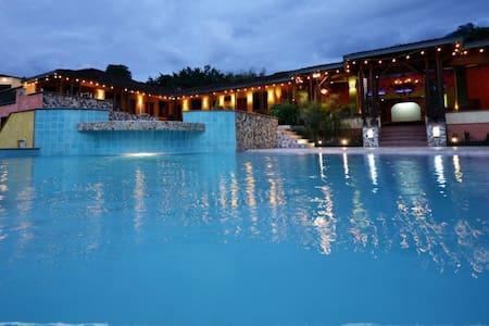 gorgeous villa @ venecia, antioquia - Villa