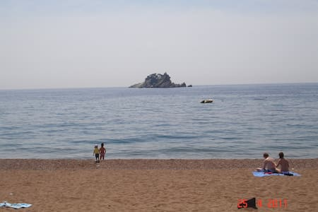 We offer comfortable accommodation, situated in quiet part of picturesque town Petrovac. We're proud to say that our hospitality is well known among our guests, many of whom we are seeing year after year.