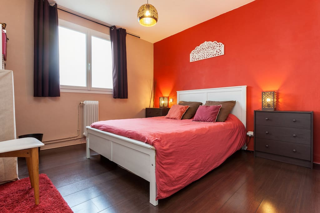 Votre chambre privée / Your private bedroom.