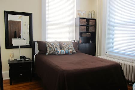 Historic Flat-LOTS of Light - Poughkeepsie - Apartment