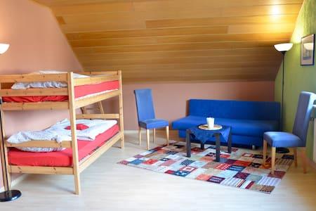 Schönes Zimmer in Vierbach - Huis