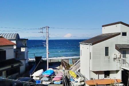 30sec to the beach, Mt. Fuji view  - Yokosuka - House