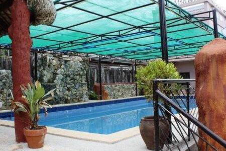 Villa Adela private pool for rent - 4BR Condo #17661239 - Muntinlupa City - Autre