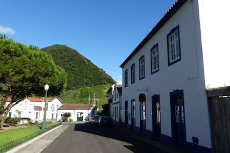 double room in Archipels's guesthou - Faial Da Terra - Bed & Breakfast