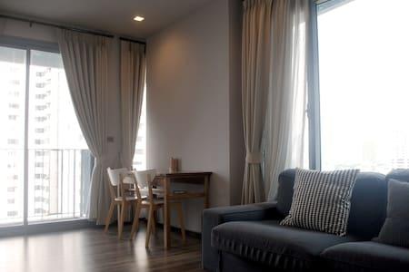weekly monthly, big balcony, fun and quiet area! - Apartamento