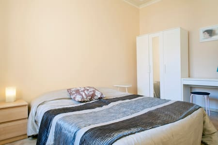 Room type: Private room Bed type: Real Bed Property type: House Accommodates: 2 Bedrooms: 1 Bathrooms: 0.5