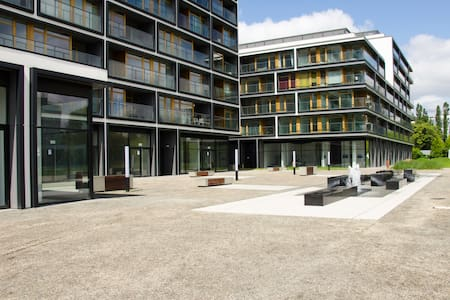 MODERN STUDIO-APART IN GREEN  2012  - Apartamento