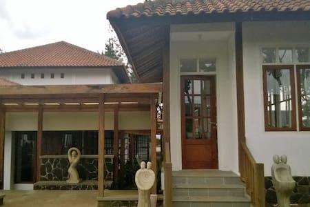 Villa Cempaka 1 Sora Inn - Lembang - Villa