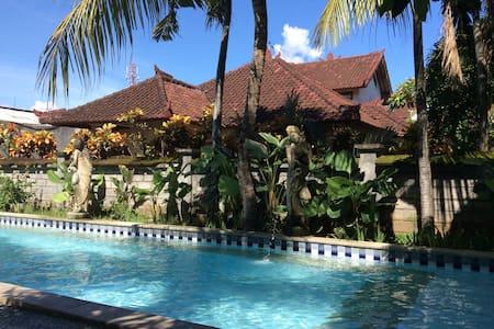 2Br Kuta Villa,3 queen beds,freebreak