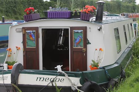 Charming Barge on Royal Canal - Maynooth