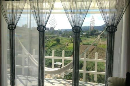 Excelente casa vacacional, negocios - Caracas - House