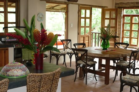 Charming country house, pool, river, sleeps 7 - La Vega - Hus