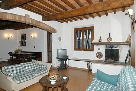 Bilocale nel cuore della Toscana-A - Haus