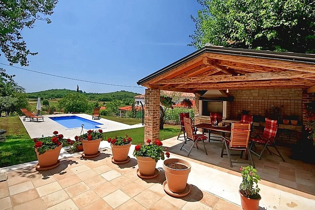 Covered terrace for outdoor dining