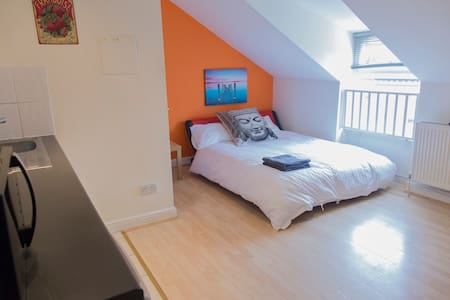Great value loft studio in the centre of Chorlton - Manchester - Apartment