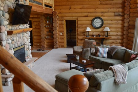 Smiling Moose Lodge - Your Dream Log Cabin Getaway - Casa