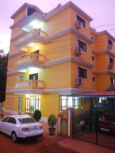 Super Luxurious rooms near Candolim Beach - Pensione