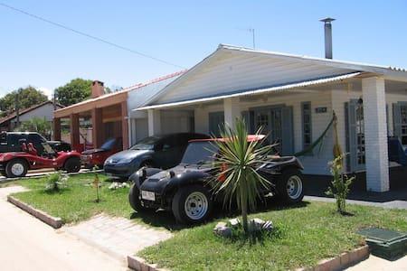 Casa de verano a 1 cuadra playa - Barra do Chuí - Haus
