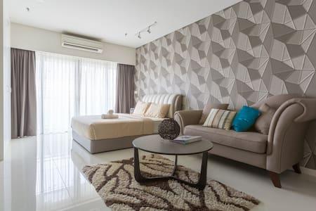 NEW!! Kuala Lumpur Modern Studio (Near KLCC & LRT) - 吉隆坡 - 公寓