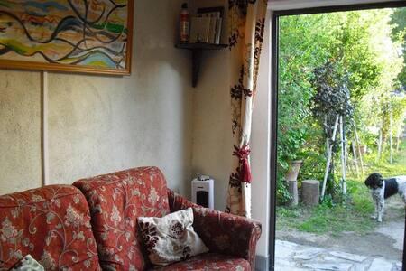 Petit studio en RC avec patio privé - Flat