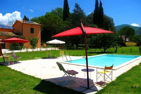 Monastery Lodge/slp 2 + pool, 3 mls/Spoleto centro - Casa