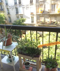 Charming studio in Paris with balcony! - Paris - Apartment
