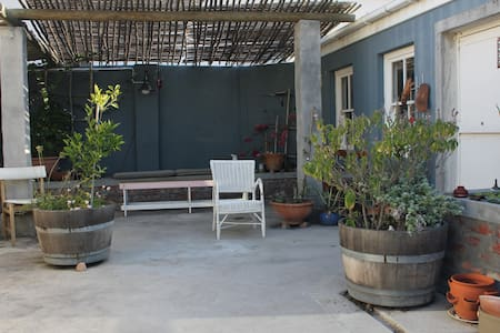 Garden cottage close to the beach - Apartment