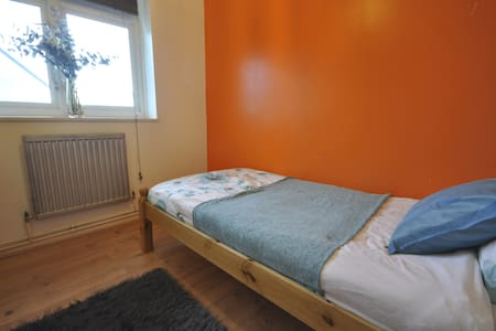 LOVELY ROOM IN BETHNAL GREEN(ELS-3)