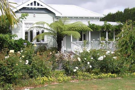 Aotea Villa - Bed & Breakfast