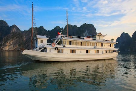 2 Days 1 Night on 2-star cruise - tp. Hạ Long - Boot