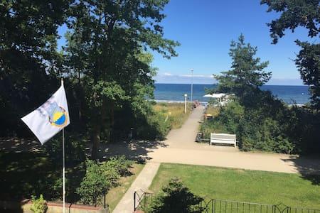 Wohnung mit direktem Strandzugang und Meerblick - Ostseebad Boltenhagen - Annat