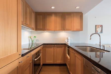 2 bedroom, 2 bathroom + parking - Vancouver - Apartment