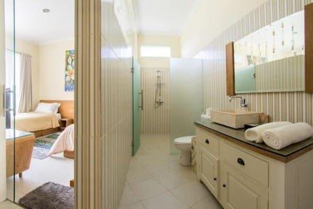 Private room in luxury villa Dilen - Seminyak  - House