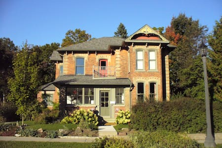 Flying Leap Bed and Breakfast - FH - Elora - Szoba reggelivel