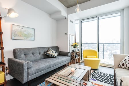 In the heart of West Queen West of Toronto, and at 3min of Liberty Village, the apartment is perfectly located. 5 min walk from Queen Str W, and Eglinton St, famous place for nice restaurants, pubs, and hipster shops