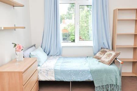 Choice of 2 Bedrooms North London - Talo