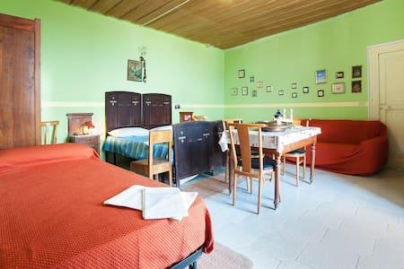 Appartamento di 120 Mq  8 posti l - Aiello Calabro