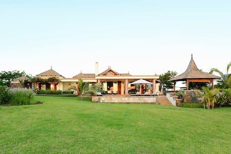 3 bedrooms Villa - Golf & sea view - Villa