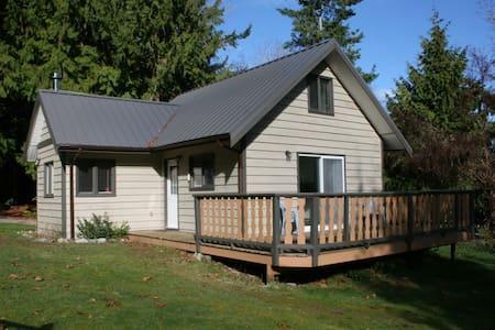 Old Mahood Road Cottage - Powell River - Kisház