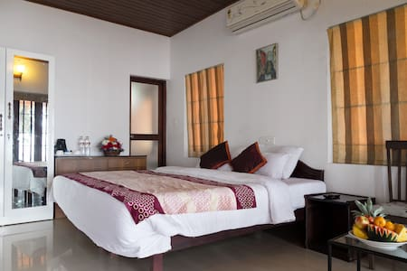 Lake facing 03-Bedroom Cottage in Kumarakom - Bed & Breakfast