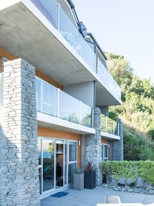 Queenstown Luxury Lakefront Villa