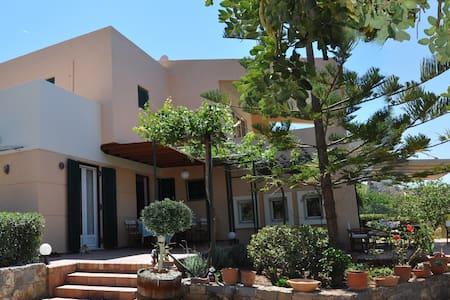 Familyfriendly villa into the trees - Malia